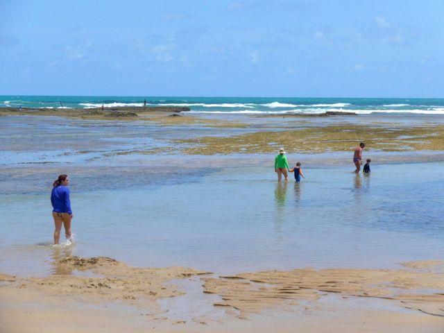 As piscinas naturais da praia na Reserva do Paiva.