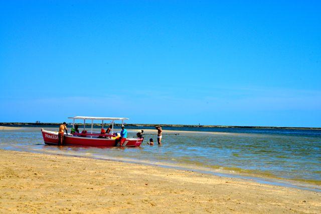 O bom banho de mar na Praia da Coroa.